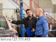 Купить «auto mechanic and customer at car shop», фото № 27171415, снято 21 сентября 2017 г. (c) Syda Productions / Фотобанк Лори