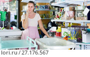 Купить «pregnant woman choosing between baby bath and changing table in shop», фото № 27176567, снято 22 сентября 2017 г. (c) Яков Филимонов / Фотобанк Лори
