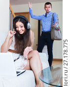 Купить «Man watching girlfriend playing online», фото № 27178775, снято 10 апреля 2020 г. (c) Яков Филимонов / Фотобанк Лори