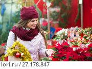 Купить «Girl at Christmas market», фото № 27178847, снято 24 мая 2018 г. (c) Яков Филимонов / Фотобанк Лори