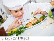 Professional chef decorating baked rainbow. Стоковое фото, фотограф Яков Филимонов / Фотобанк Лори