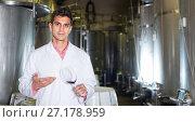 Купить «Winery technician posing with wine», фото № 27178959, снято 21 сентября 2016 г. (c) Яков Филимонов / Фотобанк Лори