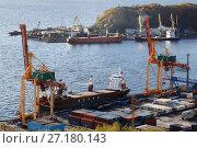 Купить «Петропавловск-Камчатский морской торговый порт», фото № 27180143, снято 3 октября 2017 г. (c) А. А. Пирагис / Фотобанк Лори