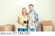 Купить «happy couple with stuff moving to new home», фото № 27184183, снято 25 февраля 2016 г. (c) Syda Productions / Фотобанк Лори