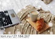 Купить «laptop, coffee and croissant on bed at cozy home», фото № 27184267, снято 15 октября 2016 г. (c) Syda Productions / Фотобанк Лори