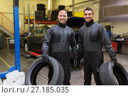 Купить «auto mechanics changing car tires at workshop», фото № 27185035, снято 21 сентября 2017 г. (c) Syda Productions / Фотобанк Лори