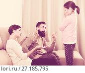Купить «Father and mother correcting their child», фото № 27185795, снято 19 марта 2019 г. (c) Яков Филимонов / Фотобанк Лори
