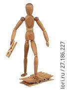 Купить «Деревянный манекен с прищепками», фото № 27186227, снято 24 мая 2013 г. (c) Игорь Веснинов / Фотобанк Лори