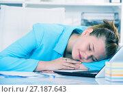 Купить «Female employee is sleeping after productive day at work», фото № 27187643, снято 9 июня 2017 г. (c) Яков Филимонов / Фотобанк Лори