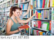 Купить «Teenagers holding book and reading new literature», фото № 27187855, снято 16 сентября 2016 г. (c) Яков Филимонов / Фотобанк Лори