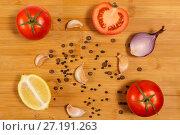 Овощи на бамбуковой разделочной доске. Лимон помидоры перец чеснок лук. Стоковое фото, фотограф Сергей Васильев / Фотобанк Лори