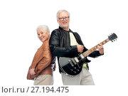 Купить «happy senior couple with electric guitar», фото № 27194475, снято 16 июля 2017 г. (c) Syda Productions / Фотобанк Лори