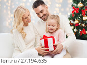 Купить «happy family with christmas gift», фото № 27194635, снято 8 октября 2015 г. (c) Syda Productions / Фотобанк Лори