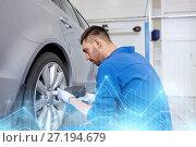 Купить «mechanic with screwdriver changing car tire», фото № 27194679, снято 1 июля 2016 г. (c) Syda Productions / Фотобанк Лори