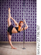 Pole dance woman. Стоковое фото, фотограф Podvysotskiy Roman / Фотобанк Лори