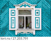 Window with carved shutters and platbands / Photo taken in Russia, in the city of Orenburg (2017 год). Стоковое фото, фотограф Вадим Орлов / Фотобанк Лори