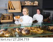 Купить «Glad woman and young girl selling pastry», фото № 27204719, снято 7 июля 2020 г. (c) Яков Филимонов / Фотобанк Лори