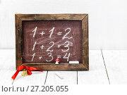 Купить «Первые уроки в школе. Математика. Примеры написаны мелом на школьной доске», фото № 27205055, снято 14 ноября 2017 г. (c) Наталья Осипова / Фотобанк Лори