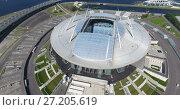 Купить «Вид сверху на стадион «Зенит Арена» (Питер Арена) с открытой раздвижной крышей и на Западный скоростной диаметр. Крестовский остров. Санкт-Петербург», видеоролик № 27205619, снято 14 ноября 2017 г. (c) Кекяляйнен Андрей / Фотобанк Лори