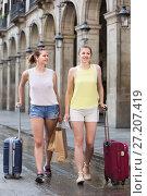 Купить «female tourists exploring old european city with baggage», фото № 27207419, снято 29 мая 2017 г. (c) Яков Филимонов / Фотобанк Лори