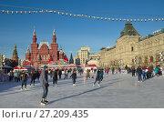 Купить «ГУМ-каток на Красной площади в Москве», эксклюзивное фото № 27209435, снято 7 декабря 2016 г. (c) Елена Коромыслова / Фотобанк Лори