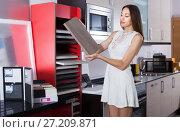 Купить «Female looking material for facades for kitchen», фото № 27209871, снято 15 июня 2017 г. (c) Яков Филимонов / Фотобанк Лори