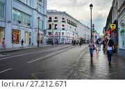 Купить «Москва, улица Маросейка. Летний день после дождя», фото № 27212671, снято 5 августа 2017 г. (c) Dmitry29 / Фотобанк Лори