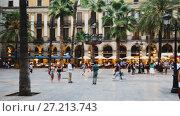 Купить «Placa Reial is famous tourist attraction in Barcelona, Spain», видеоролик № 27213743, снято 1 сентября 2017 г. (c) Яков Филимонов / Фотобанк Лори