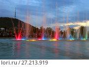 Купить «Цветомузыкальный фонтан в парке Рике. Город Тбилиси, Грузия», эксклюзивное фото № 27213919, снято 13 июля 2017 г. (c) Алексей Гусев / Фотобанк Лори
