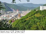 Купить «Туапсинский нефтеперерабатывающий завод в долине реки Туапсе. Вид с микрорайона Звёздный города Туапсе», фото № 27214127, снято 12 сентября 2017 г. (c) Oles Kolodyazhnyy / Фотобанк Лори