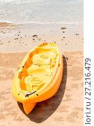 Купить «yellow plastic kayak lies on a sandy beach near the sea», фото № 27216479, снято 8 ноября 2016 г. (c) Константин Лабунский / Фотобанк Лори