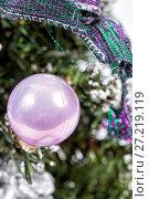 Купить «Toys and decorative box on the Christmas tree», фото № 27219119, снято 20 декабря 2015 г. (c) Евгений Ткачёв / Фотобанк Лори