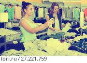 Купить «Young women friends shopping pants in shop», фото № 27221759, снято 19 июня 2017 г. (c) Яков Филимонов / Фотобанк Лори