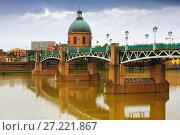 Купить «Saint-Pierre Bridge and Dome de la Grave in Toulouse», фото № 27221867, снято 12 мая 2017 г. (c) Яков Филимонов / Фотобанк Лори