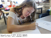 Купить «7th Grade Girl Drawing in Art Class, Wellsville, New York, USA.», фото № 27222991, снято 26 сентября 2017 г. (c) age Fotostock / Фотобанк Лори