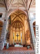Купить «Алтарь в базилике святой Анастасии в Вероне. Италия», фото № 27233467, снято 21 апреля 2017 г. (c) Наталья Волкова / Фотобанк Лори
