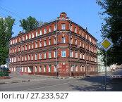Купить «Четырёхэтажный трёхподъездный кирпичный жилой дом, построен в 1903 году (бывший доходный дом). Аптекарский переулок, 5/21. Басманный район. Город Москва», эксклюзивное фото № 27233527, снято 16 августа 2008 г. (c) lana1501 / Фотобанк Лори