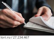 Купить «Мужчина подписывает много документов», эксклюзивное фото № 27234467, снято 6 ноября 2017 г. (c) Игорь Низов / Фотобанк Лори