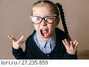 Купить «Портрет эмоциональной девочки в очках», фото № 27235859, снято 24 сентября 2017 г. (c) Иван Карпов / Фотобанк Лори