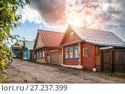 Купить «На улице Никольской  houses on Nikolskaya Street», фото № 27237399, снято 8 октября 2017 г. (c) Baturina Yuliya / Фотобанк Лори