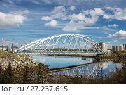 Купить «Мост через Тулому, город Кола, Мурманская область», фото № 27237615, снято 4 сентября 2012 г. (c) Александр Романов / Фотобанк Лори