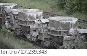 Купить «Freight railroad train with bowls of molten metallurgical slag», видеоролик № 27239343, снято 18 ноября 2017 г. (c) Андрей Радченко / Фотобанк Лори