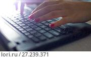 Купить «Woman hands working on the keyboard», видеоролик № 27239371, снято 2 ноября 2016 г. (c) Илья Шаматура / Фотобанк Лори
