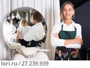 Купить «adult female professional visagiste», фото № 27239939, снято 14 декабря 2017 г. (c) Яков Филимонов / Фотобанк Лори