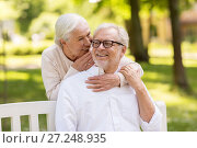 Купить «happy senior couple sitting on bench at park», фото № 27248935, снято 16 июля 2017 г. (c) Syda Productions / Фотобанк Лори