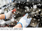 Купить «auto mechanic hands with cleats charging battery», фото № 27249543, снято 1 июля 2016 г. (c) Syda Productions / Фотобанк Лори