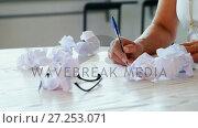 Mid section of executive writing on paper 4k. Стоковое видео, агентство Wavebreak Media / Фотобанк Лори