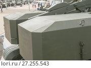 Транспортно - заряжающая машина ТЗМ-Т тяжелой огнеметной системы ТОС-1А (ракетный комплекс залпового огня и термобарическое оружие) на Международном военно-техническом форуме Армия-2017, вид сверху на контейнеры. Редакционное фото, фотограф Малышев Андрей / Фотобанк Лори