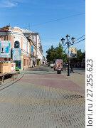 Купить «Pedestrian street in the center of Chelyabinsk. Russia», фото № 27255623, снято 7 августа 2016 г. (c) Евгений Ткачёв / Фотобанк Лори