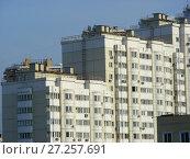 Купить «Многосекционный панельный жилой дом разной этажности серии И-155-С, построен в 2006 году. Курганская улица, 3. Район Гольяново. Город Москва», эксклюзивное фото № 27257691, снято 12 сентября 2009 г. (c) lana1501 / Фотобанк Лори